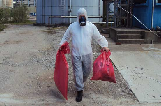 Fibre Safe worker at Vauxhalls removing asbestos